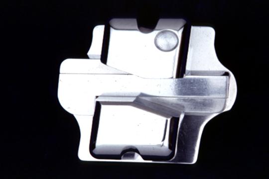 歯の移動時に痛みが少ないティップエッジを採用